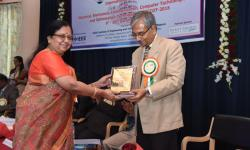 Dr. Sumithra Devi K A, Principal, GSSSIETW, handing over the momento to g over the momento to Sri Pratap Kumar O, Joint Secretary GS as a token of gratitude